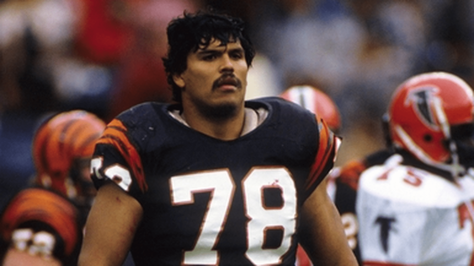 Anthony-Munoz-liga-dos-32